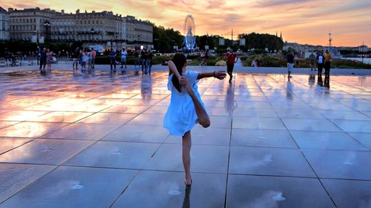 Bordeaux's Water Mirror Is Magical, Worth Visiting