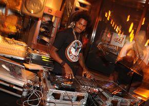 Many DJs use virtual DJ decks, a software representation of a traditional DJ rig. DJ Drama performs at a party.