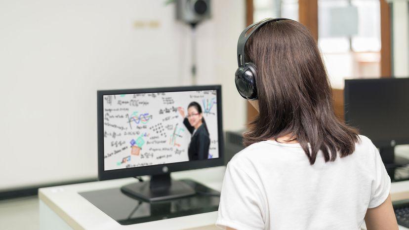 """用老师的亚洲女学生视频会议电子学习""""border="""