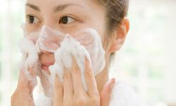 People with oily skin can use the stronger deep facial cleansers to remove makeup.