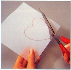 ©2007 Publications International, Ltd. Use scissors to cut out a quilt template.