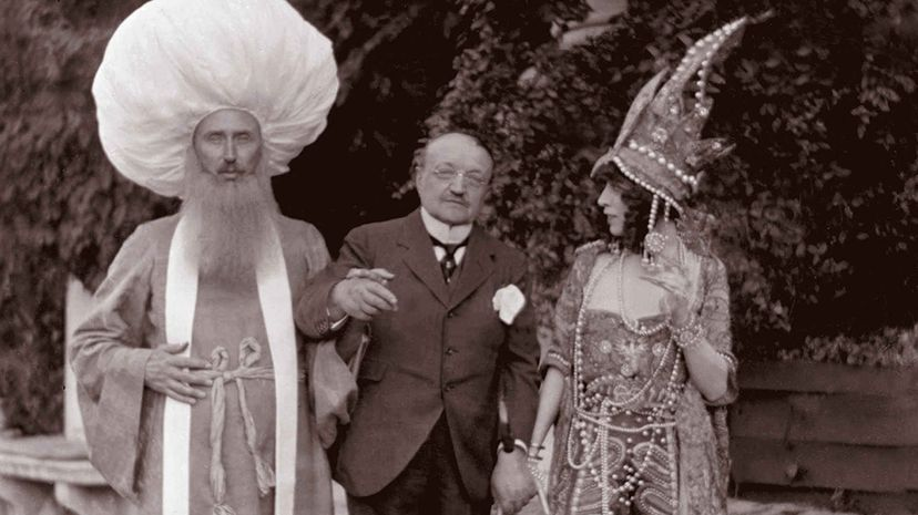 The Marchesa Luisa Casati (R) had quite a flair for dressing up. Next to her is painter Giovanni Boldini and another party guest (L).  Heritage Images/Hulton Archive/Getty Images