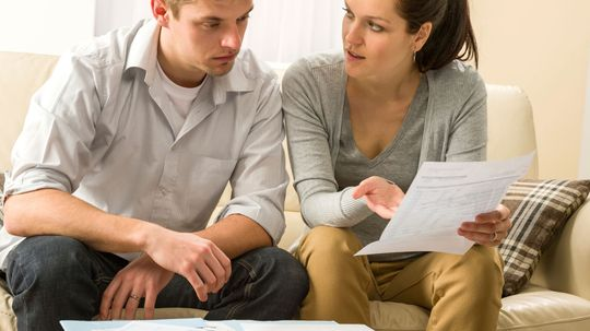 Can married people file separate tax returns?