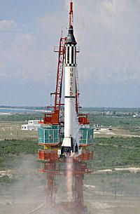 Mercury boosters: Redstone (left) and Atlas (right)