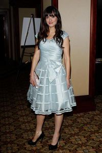 Zooey Deschanel is known for her 50s-style fashion, like this fantastic periwinkle blue dress she wore to the 24th Annual American Society of Cinematographers Awards.