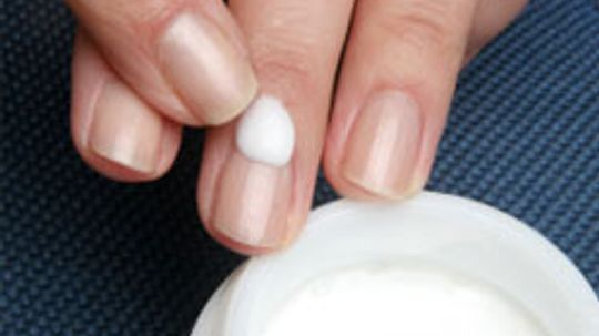 How to Moisturize Your Nails