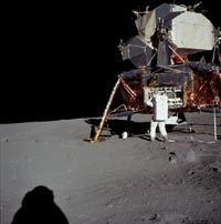 Some people think that different shadow lengths in the Apollo moon landing photos suggest artificial lighting.