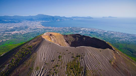 What would happen if Mount Vesuvius erupted today?
