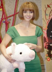 """Many movies have promotional tie-ins like this stuffed pig used to promote Christina Ricci's role in """"Penelope."""" See more movie making pictures."""