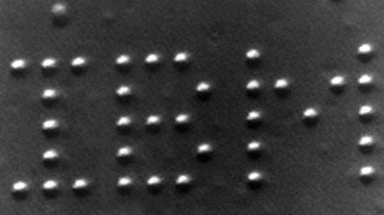 Can nanoscopic machines manipulate atoms?