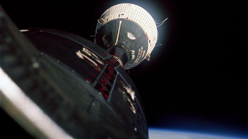 Gemini 6A rendevousing with Gemini 7