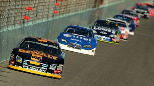How NASCAR Racing Grooves Work