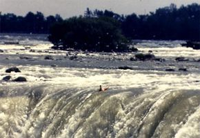 Jesse Sharp leaving the brink of the Horseshoe Falls
