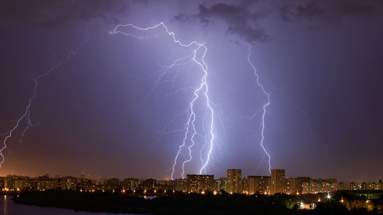 Are you safe from lightning if you haven't heard thunder for 30 minutes?