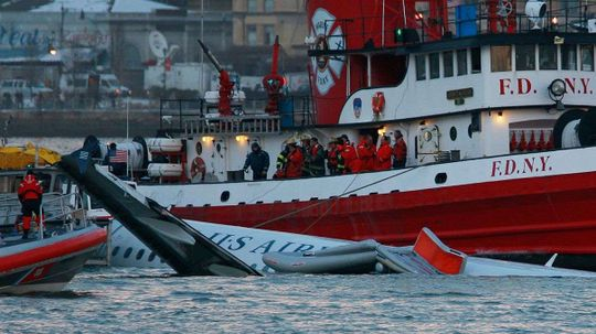 Ditching: How Pilots Like 'Sully' Sullenberger Land Planes on Water