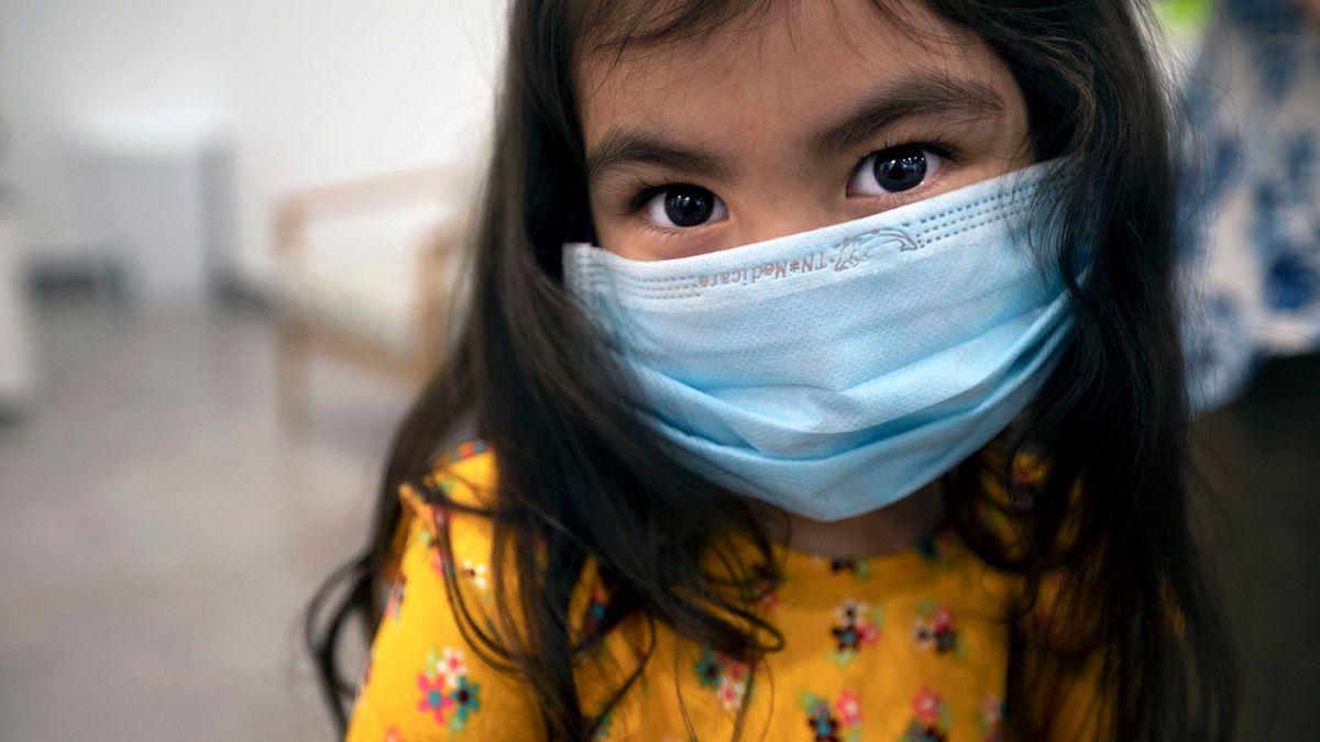 Especialistas alertam contra o uso off-label de vacinas COVID-19 para crianças