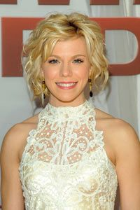 Kimberly Perry of The Band Perry wore a vintage lace dress (originally made in 1905) at the 45th annual CMA Awards in 2011.