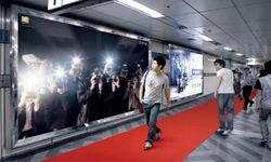Seoul subway travelers get the celebrity treatment at the Sindorim Station in 2009.