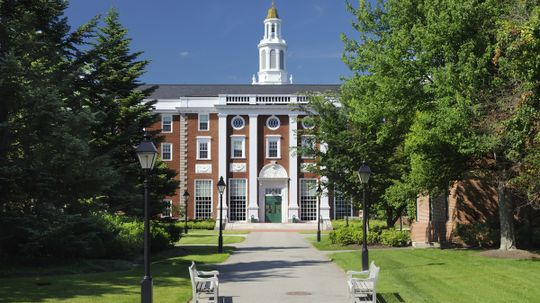 How do colleges get accredited?