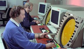 Air traffic controller training on TRACON systems