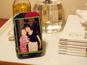 With the stand attached, the Altoids tin album and frame can display photos vertically or horizontally.