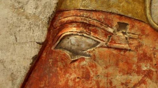 Why did ancient Egyptian men wear cosmetics?