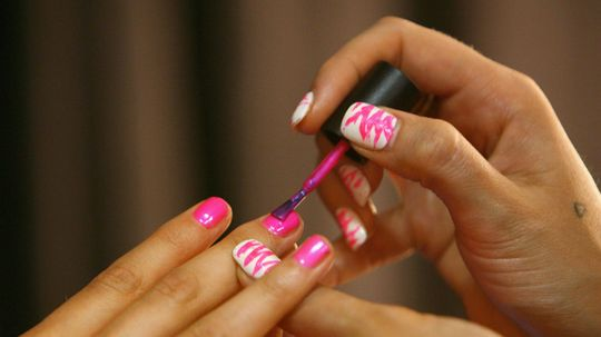 How to Avoid Bubbles in Your Nail Polish Finish