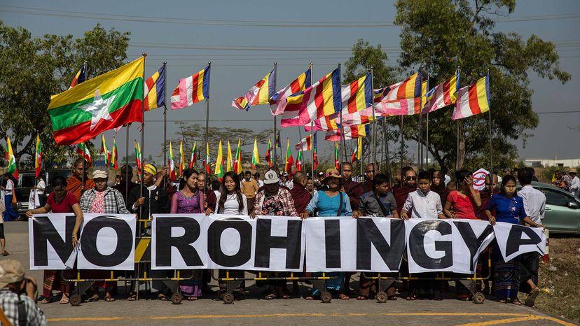 Buddhist monks protest Rohingya