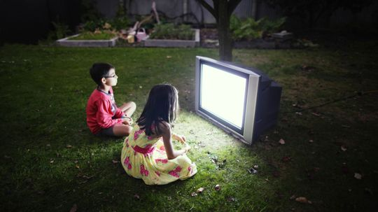 5 Tips for Backyard Movie Night