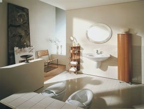Every element in this modern bath is designed with sinuous, simple forms that let the material star.