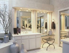 A few well-chosen accents warm up the minimalist look of this bathroom.