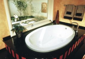 The striped pattern in the tub surround is repeated in the towels and accents.