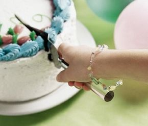 Be the hit of the party with this pastel bracelet.