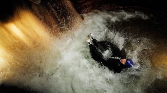 How Black Water Rafting Works