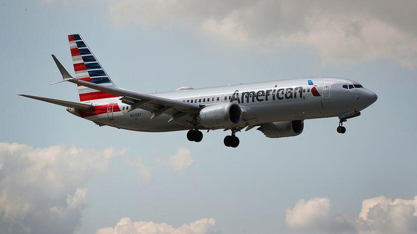 Boeing 737 MAX 8 landing in Miami