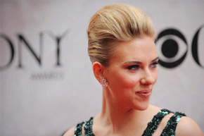 Scarlett Johansson's shocking pink smoky eye at the 2010 Tony Awards provided a theatrical touch of color.