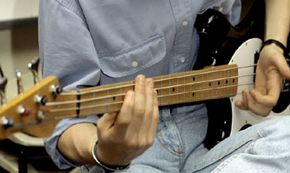 Guitar enthusiasts can trade feedback on the company's Web site.