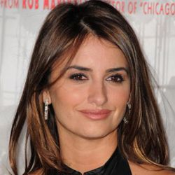 """Penelope Cruz at the premiere of """"Nine,"""" where her skin earned a 10."""