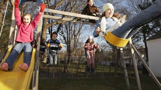 How to Choose the Right Swingset for Your Kids