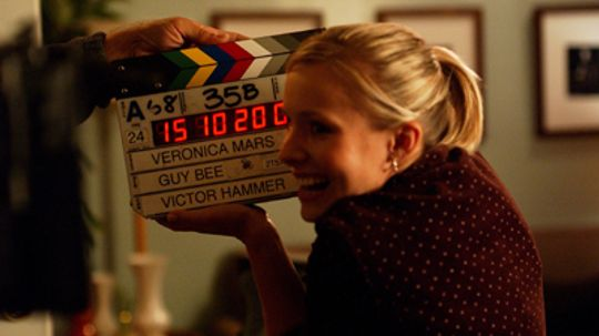 How does a movie clapperboard work?
