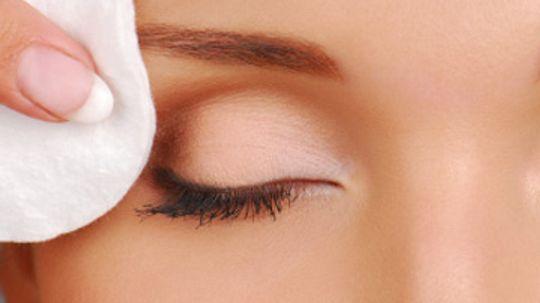 Cleansing Eyewipes Basics