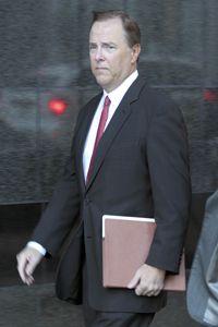 Former Enron CEO Jeffrey Skilling arrives at court in 2006.