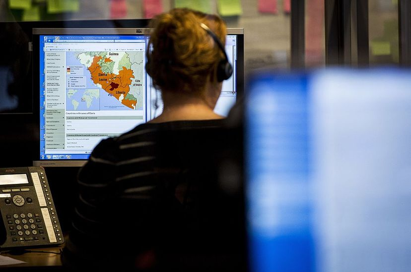 A woman looks at a map at the Dutch National Institute for Public Health and the Environment (RIVM) nationwide telephone information center at The Hague, set up for people who have questions about the virus of Ebola in 2014. VALERIE KUYPERS/AFP/Getty Images