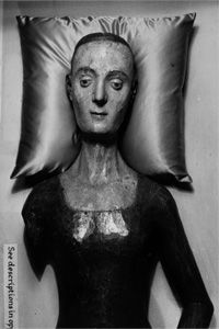 An effigy of Catherine de Valois (1401-1437) rests in Westminster Abbey, London. The queen of England and wife of King Henry V had one of the earliest European death masks.
