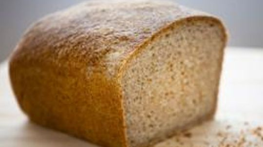 What are some bread allergy symptoms?