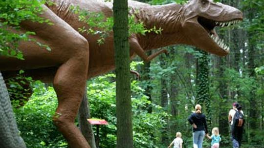 Can scientists clone dinosaurs?