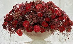 Using dried flowers can add a touch of vintage to your table.