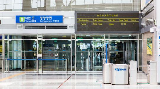 """鬼魂火车站是朝鲜统一的象征性希望""""border="""
