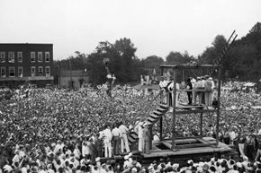A huge crowd of more than 15,000 people gathered to witness the public hanging of Rainey Bethea in Owensboro, Ky. in 1936. Public outrage over the manner of execution made this the last public hanging in the U.S.