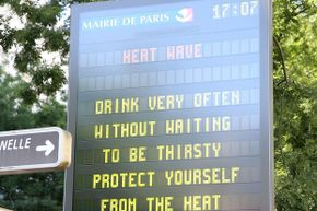 A sign in Paris in summer 2015 warns tourists of heat danger.